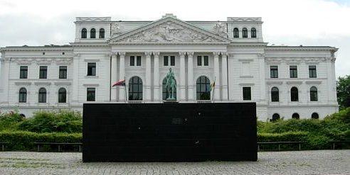 г. Гамбург-Альтона. Мемориал в виде черного блока, посвящен исчезнувшей еврейской общины Альтона.
