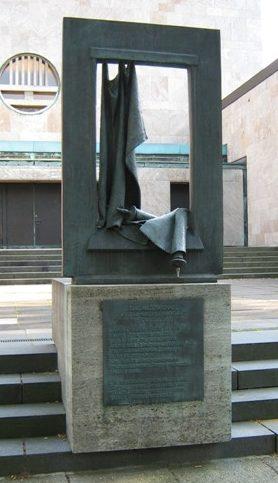 г. Гамбург-Харвестехуде. Мемориал «Разрушенная еврейская жизнь» установлен на месте синагоги, которая была продана под давлением в 1941 году и снесена.