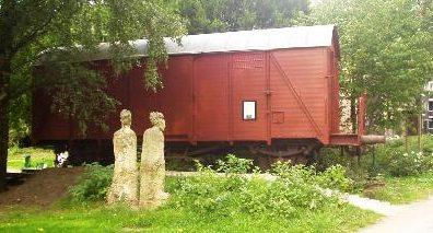 г. Гамбург–Винтерхуде. Памятник двум учителям еврейской школы, погибшим в годы войны во время депортации.
