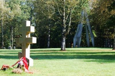 г. Эрбке. Памятник на месте концлагеря «Stalag 321», в котором погибло 40 тысяч заключенных.