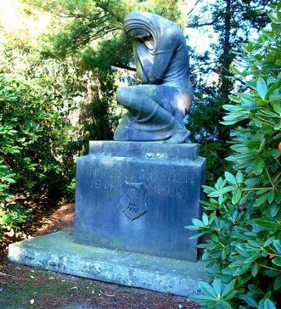 г. Пульсниц. Памятники, землякам, погибшим в годы обеих мировых войн.