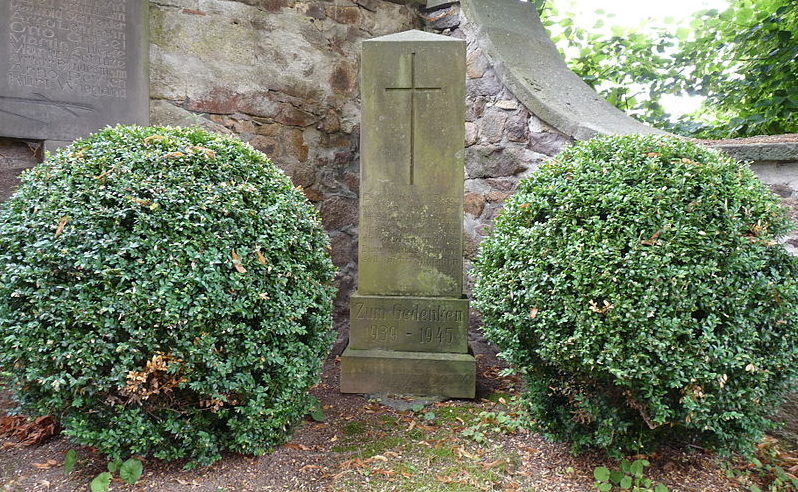 д. Рёрсдорф. Памятник, землякам, погибшим в годы обеих мировых войн.