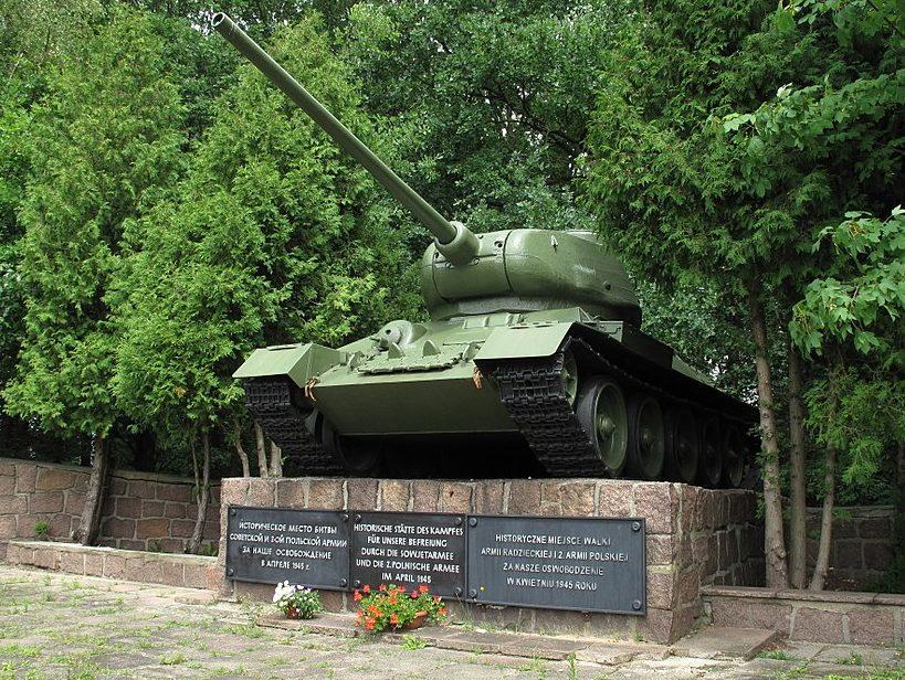 г. Ротенбург. Памятник-танк Т-34 в честь Красной Армии.