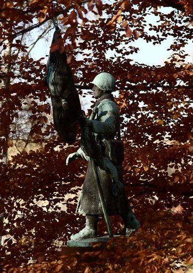 г. Фрайберг. Памятники на военном кладбище, где похоронено 157 советских воинов.