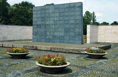 г. Цвиккау. Памятник, землякам, погибшим в годы обеих мировых войн.