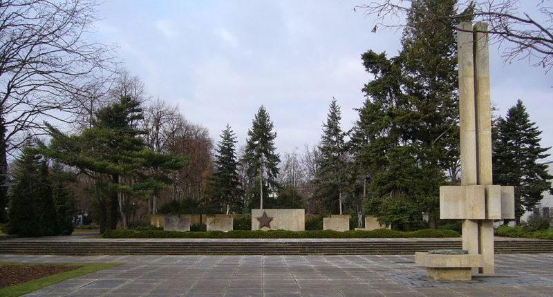 г. Хойерсверда. Мемориал на военном кладбище, где похоронено 196 солдат и офицеров Красной Армии, погибших в 1945 году.
