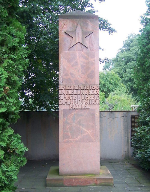 Коммуна Швепниц. Памятник, установленный на братской могиле, в которой похоронено 26 советских воинов.