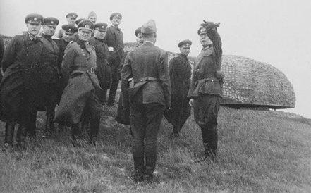 Инспекция строительства немецким командованием.