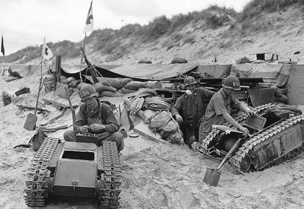 Захваченные на плацдарме «Юта» немецкие самоходные гусеничные мины «Голиаф». Июнь 1944 г.