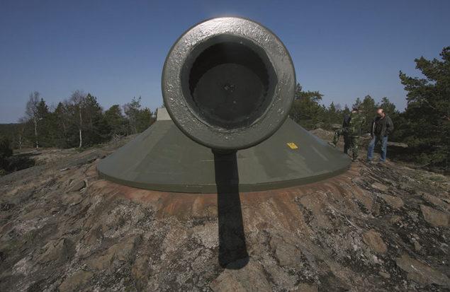 240-мм орудие батареи в годы войны и сегодня.