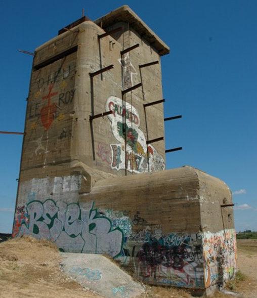14-метровая башня управления огнем.