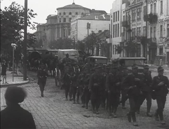 Немцы и венгры входят в город. 19 июля 1941 г.