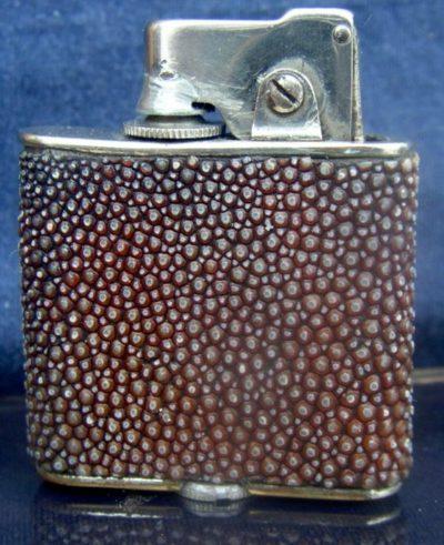 Зажигалка «Shagreen Coating» австрийской фирмы A.D., выпускалась в 1920-1930 годы.