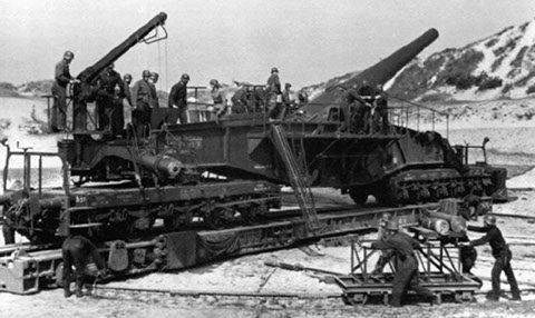 280-мм железнодорожное орудие «Bruno» на поворотном столе.