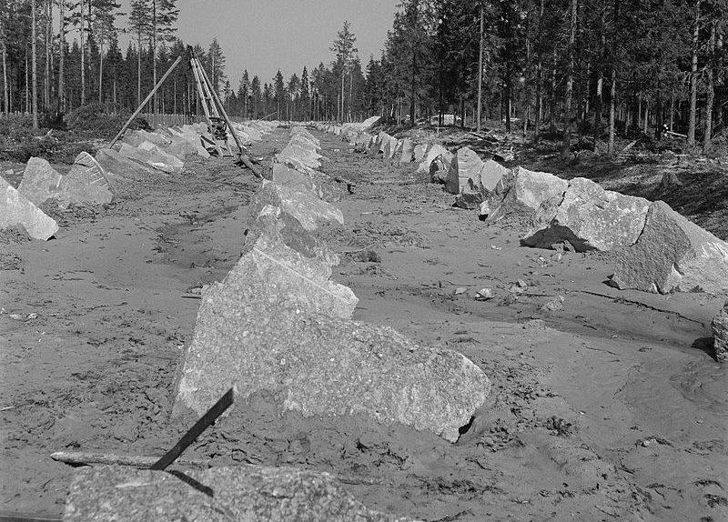 Финские противотанковые заграждения.