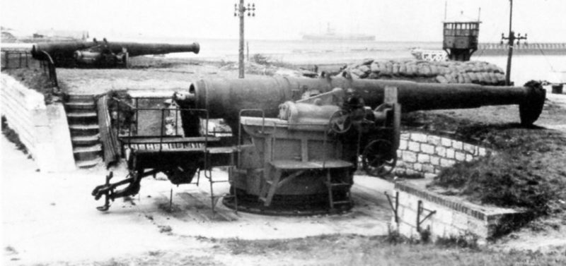 240-мм орудия на позициях до оккупации Франции.