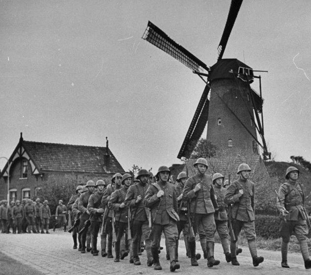 Пехотинцы на марше.