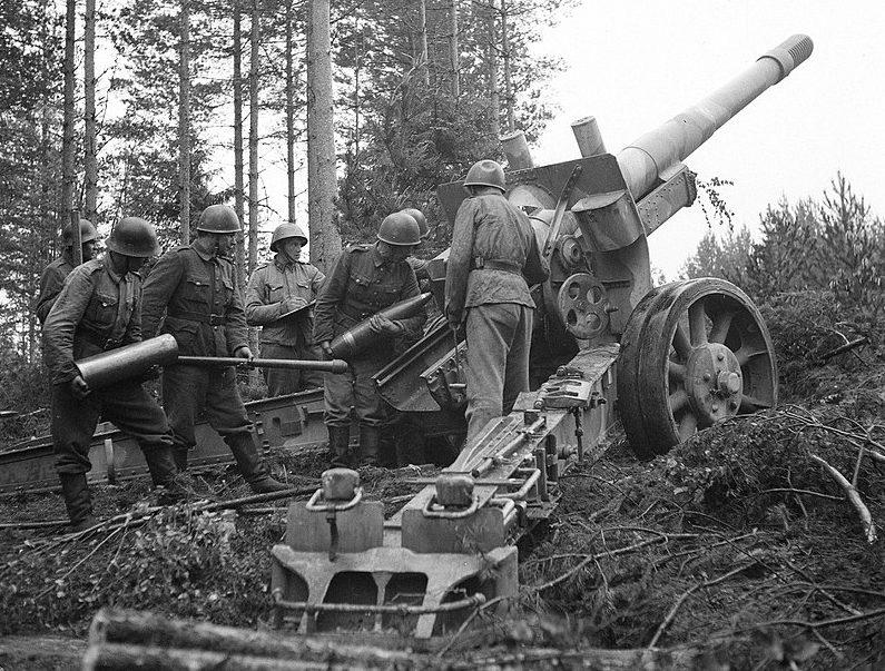 152-мм финское орудие ведет огонь. 16 июня 1944 г.