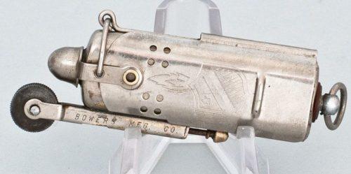 Зажигалки фирмы Bowers «Kalamazoo Slide Sleeve». Модель 1930-х годов.