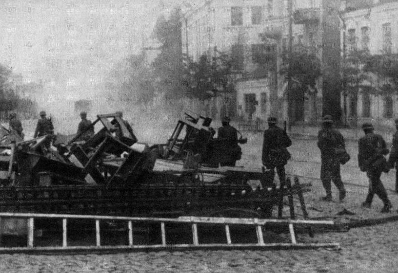 Остатки баррикады. Июль 1941 г.