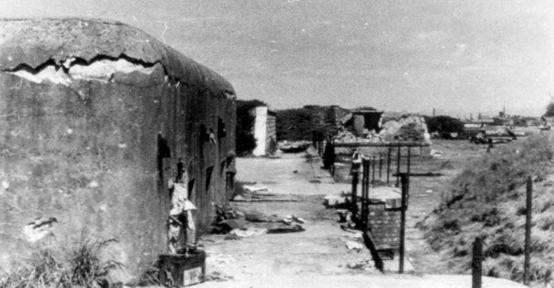 Бункер батареи после капитуляции французов. 1940 г.