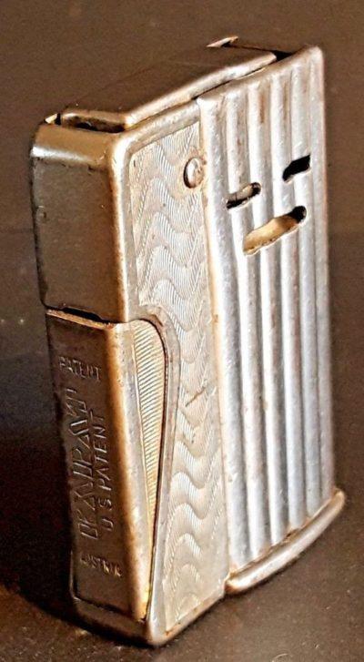 Зажигалка «Karat» австрийской фирмы A.D., выпускалась в 1940 годы.