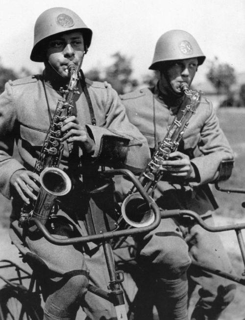 Велосаксофонисты Королевской армии. 1939 г.