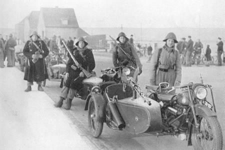 Датские военные мотоциклисты. Апрель 1940 г.