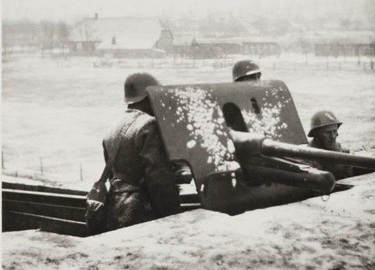 Артиллеристы на учениях.