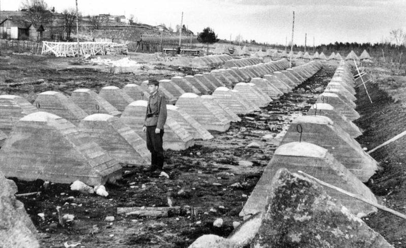 Противотанковые заграждения «зубы дракона» на линии Маннейгерма. Октябрь 1939 г.