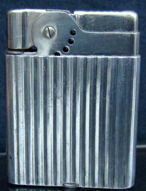 Зажигалки «Wifeu» австрийской фирмы Flatty, выпускались с 1935 года.