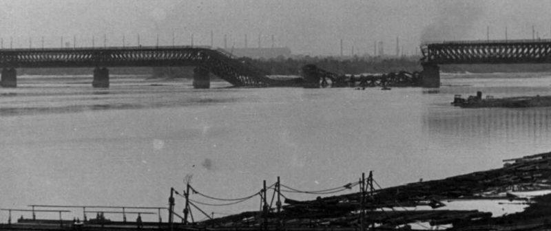 Разрушенный Амурский мост. Сентябрь 1941 г.