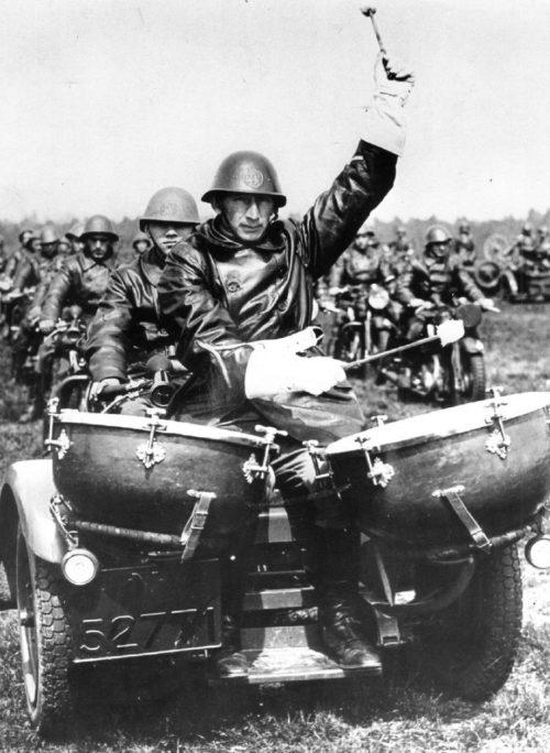 Мотобарабанщик Королевской армии. 1939 г.