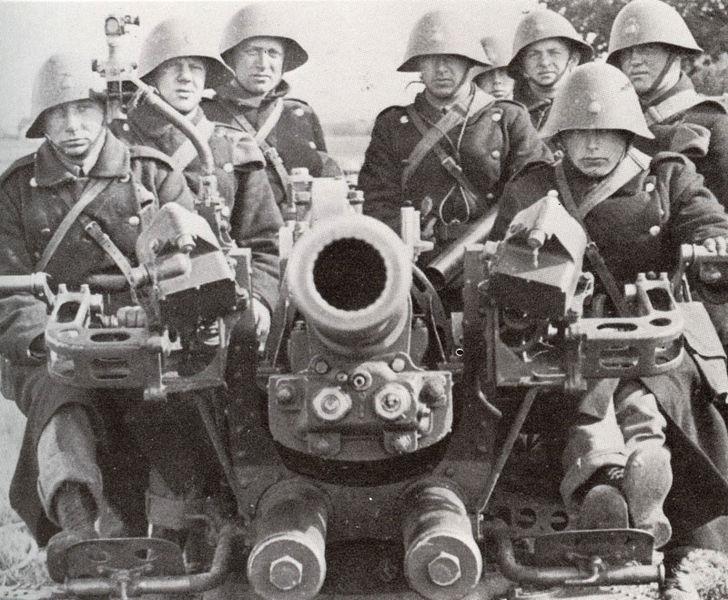 Расчет зенитного орудия датской армии. 1940 г.
