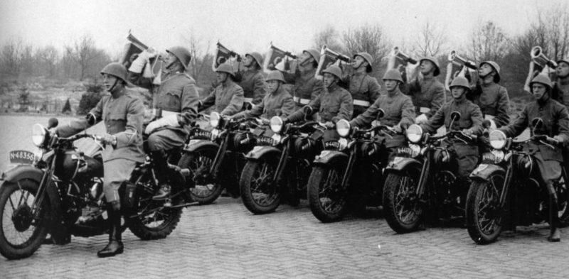 Мототрубачи Королевской армии. 1939 г.
