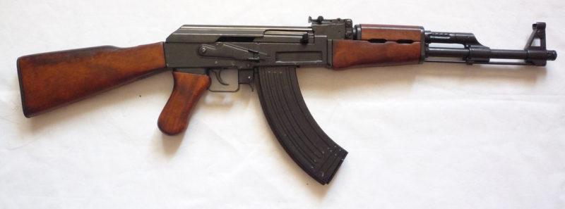 Штурмовая винтовка Шмайссера, известная как автомат Калашникова (АК-47).