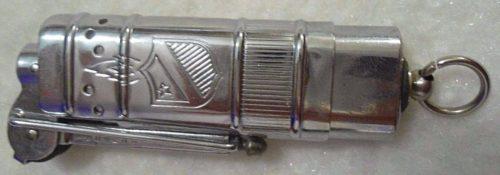 Зажигалка фирмы Bowers «Flip Action Lighter». Модель 1930-х годов.
