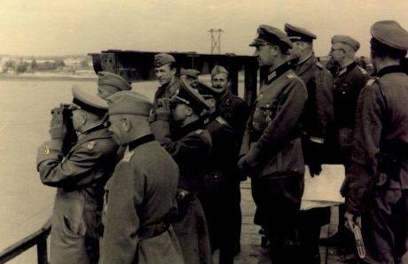 Генерал Эвальд фон Клейст, на открытии восстановленной переправы через Днепр. Сентябрь 1941 г.