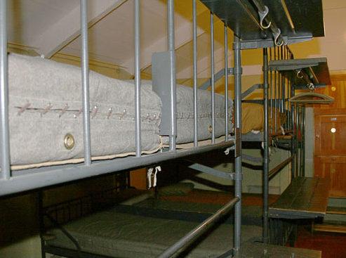 Спальные места в казарме.