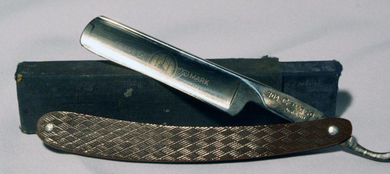 Немецкая опасная бритва – типичный трофей любого солдата.
