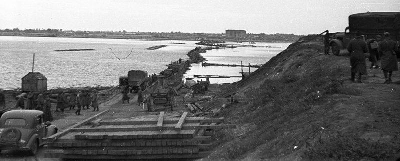 Немецкая переправа через Днепр. Октябрь 1941 г.