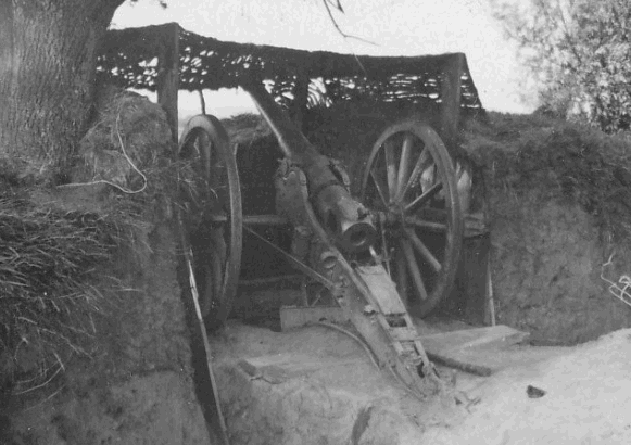Орудие на открытой полевой позиции.
