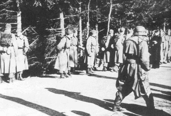 Датские солдаты в плену. Сопротивление всей армии продолжалось целое утро. Было убито 2 датских солдата и 10 ранено. 9 апреля 1940 г.