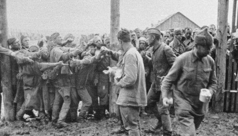 Лагерь военнопленных. Июль 1941 г.
