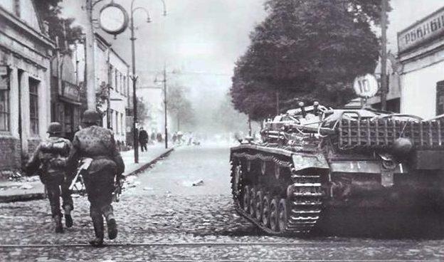 Немцы на улице Левченко. 8 октября 1941 г.