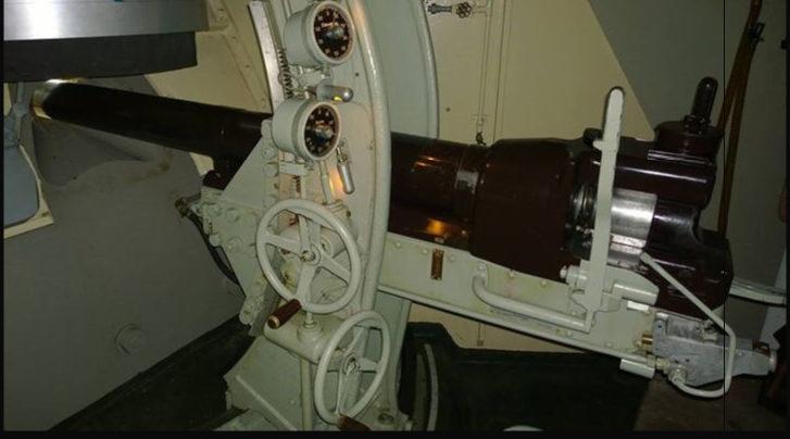 75-мм казематное орудие.