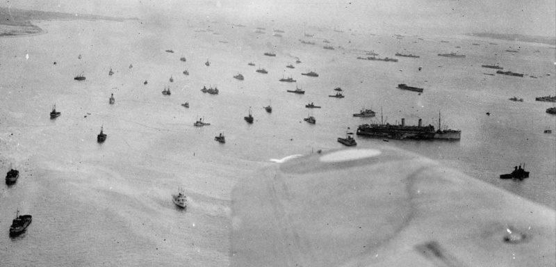 Аэрофотосъемка места сбора кораблей Королевского ВМФ Великобритании у острова Уайт. Июнь 1944 г.