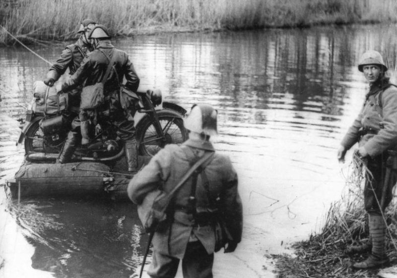 Мотоциклисты Королевской армии. 1939-1940 гг.