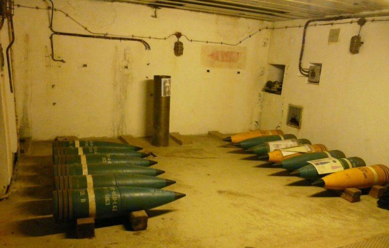 Снаряды для 283-мм орудий.