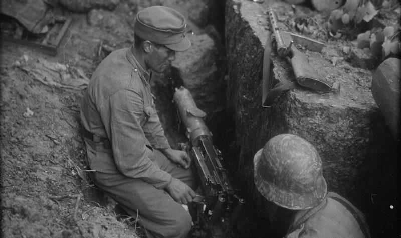 Финские пулемётчики в районе Тиенхаары, 25 июня 1944 г.